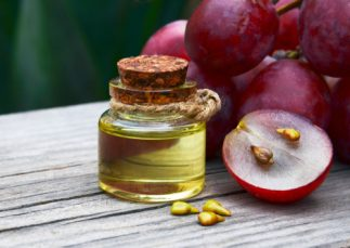 Health Benefits of Grape Seed Extract - Grape seed oil and grapes